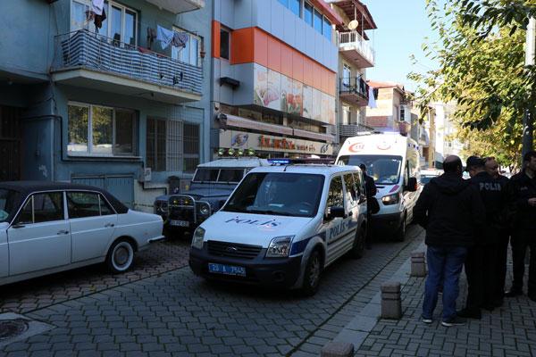ev arkadasi 2 kisiyi oldurup polise teslim oldu 2506 dhaphoto2 - Ev Arkadaşı 2 Kişiyi Öldürüp, Polise Teslim Oldu