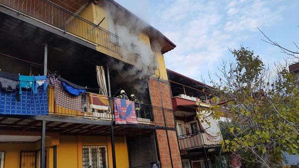 evde cikan yanginda anne ve 4 cocugu dumandan etkilendi 1407 dhaphoto1 - Evde Çıkan Yangında Anne ve 4 Çocuğu Dumandan Etkilendi