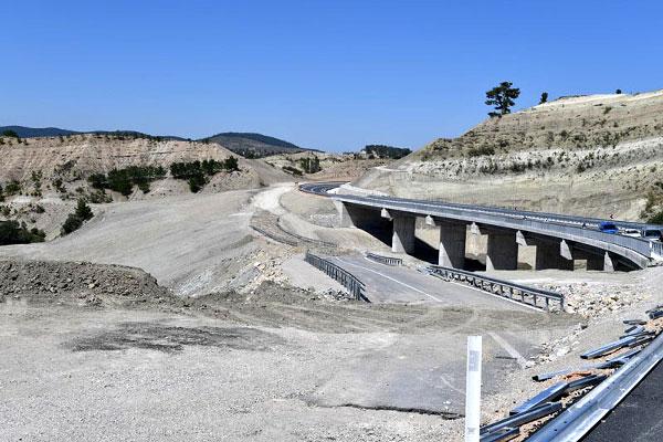 foto 2 127 - Bakan Zeybekci, yapımı tamamlanan karayolunu inceledi