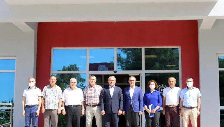 genclik spor ziyaret1 740x420 - AK Partili Şahin Tin, Gençlik ve Spor İl Müdürü İbanoğlu'nu ziyaret etti.