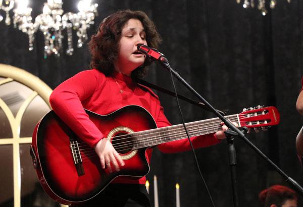 gorme engelli ceydanin hayati muzikle degisti 3960 dhaphoto4 - Görme engelli Ceyda'nın hayatı müzikle değişti