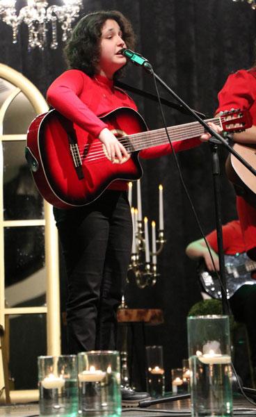 gorme engelli ceydanin hayati muzikle degisti 3960 dhaphoto5 - Görme engelli Ceyda'nın hayatı müzikle değişti