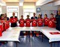 İşitme Engelli Öğrenciler Yüzlerce Türk Bayrağı Dikti