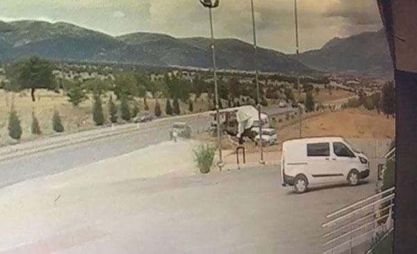 hastane donusu kaza 1 olu 2 yarali 9996 dhaphoto5 - Hastane Dönüşü Kaza: 1 Ölü, 2 Yaralı