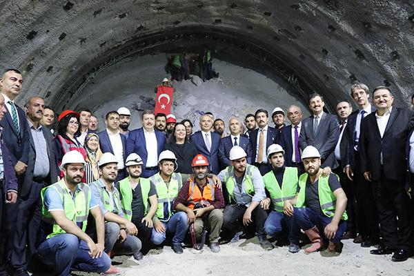 honaz tunelinde isik gorundu 7401 dhaphoto4 - Honaz Tüneli'nde ışık göründü