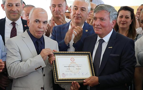 honazda yeni baskan kepenek mazbatasini aldi 9803 dhaphoto1 - Honaz'da yeni başkan Kepenek, mazbatasını aldı