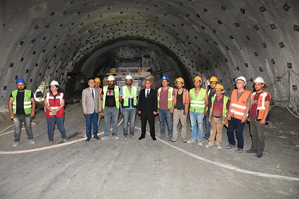 honaztuneliinceleme11 - Vali Karahan Araçla Honaz Tüneli'nden Geçti