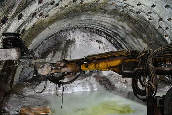 honaztuneliinceleme4 - Vali Karahan Araçla Honaz Tüneli'nden Geçti
