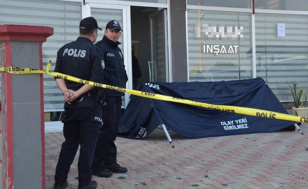 insaat firmasi sahibi is yerinde olduruldu sekreteri yarali 7301 dhaphoto5 - Av Tüfekli Saldırının Ayrıntıları Ortaya Çıktı
