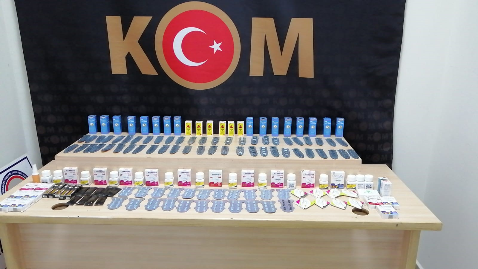 kom - DENİZLİ'DE SAHTE 100 TL'LİK BANKNOTLAR YAKALANDI
