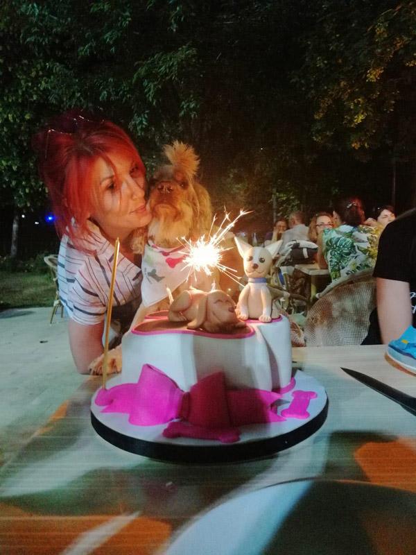kopegi icin dogum gunu partisi duzenledi 2994 dhaphoto5 - Köpeği için doğum günü partisi düzenledi