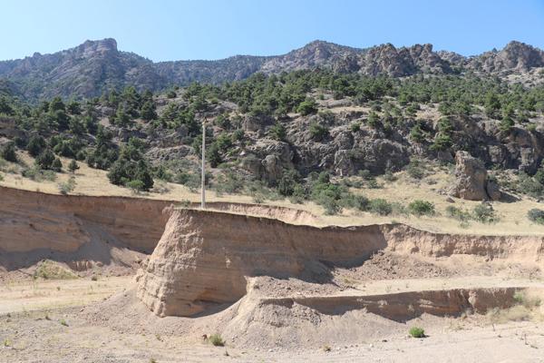 korku yaratan tozun nedeni depremle birlikte gelen heyelanmis 2358 dhaphoto3 - Korku yaratan tozun nedeni depremle birlikte gelen heyelanmış
