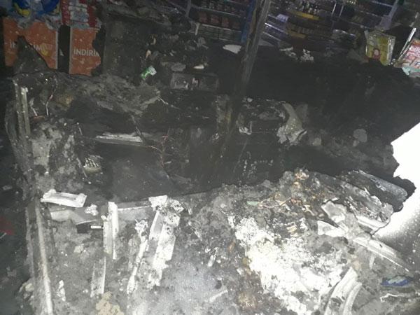 market yangini 1 saatte sonduruldu 4781 dhaphoto3 - Market Yangını 1 Saatte Söndürüldü