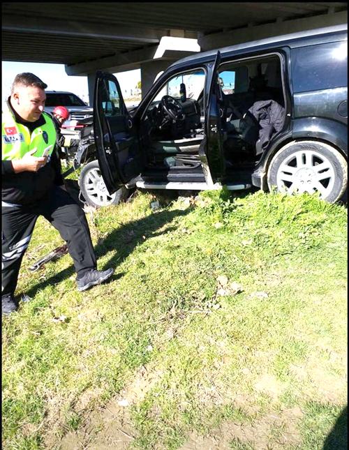 otomobil ile cip carpisti 4 yarali 6 - Denizli-İzmir Karayolunda Feci Kaza: 4 Yaralı