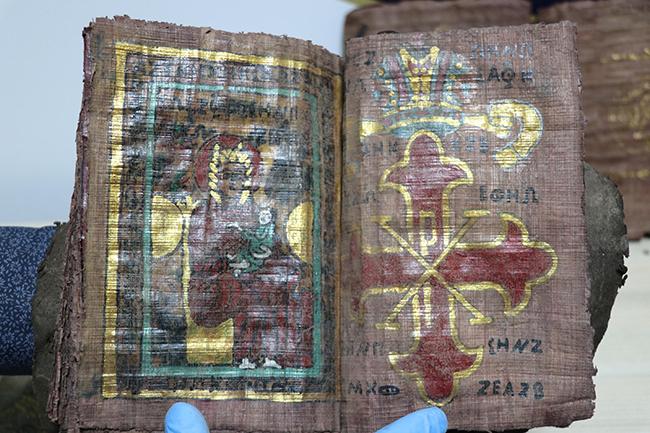 paha bicilemeyen tarihi 4 kitapla yakalanan supheliler tutuklandi 1550 dhaphoto6 - Paha biçilemeyen tarihi 4 kitapla yakalanan şüpheliler tutuklandı