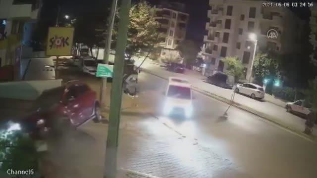 polisin dur ihtarina uymayan surucu kaza yapi 2 14185840 o - POLİSTEN KAÇARKEN DUVARA ÇARPTI!