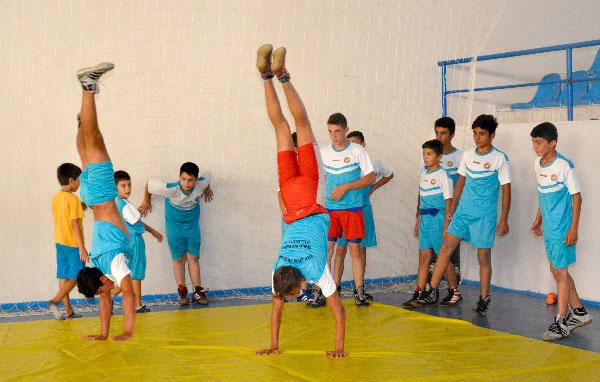 Milli sporcular eğitim veriyor