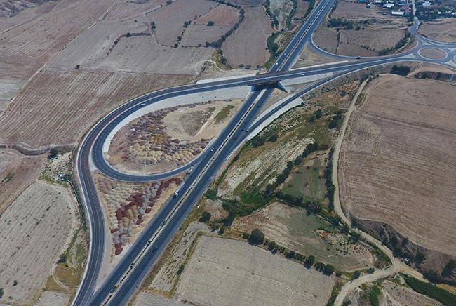 sehir ici trafigini rahatlatacak yol ve koprulu kavsak tamamlandi 1 - Şehir İçi Trafiğini Rahatlatacak Yol ve Köprülü Kavşak Tamamlandı