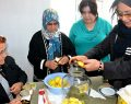 Sineklerle mücadelede kadınlara elma sirkesi dersi