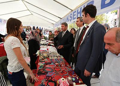 El Emeği Pazarı ve Mikrokredi Ofisi'ne övgü