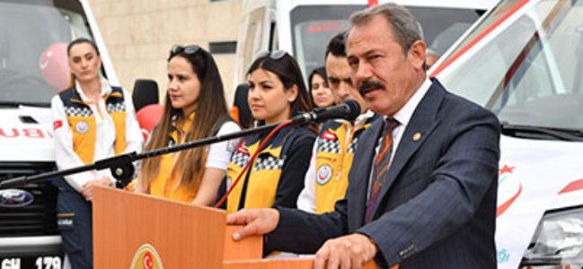 AK Parti Milletvekili Şahin Tin, ambulansların ilçelere teslim edildiğini söyledi