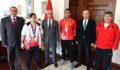 Vali Karahan'dan Şampiyonlara Altın