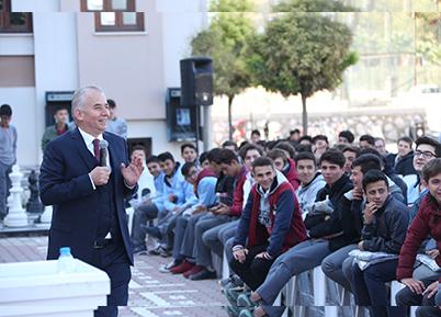 Başkan Zolan'a Gençlerden Sürpriz Hediye