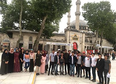 Başkan Özbaş'tan gençlere jest