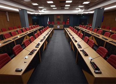 Yenilenen Salonda Senato Üyelerinden İlk Toplantı