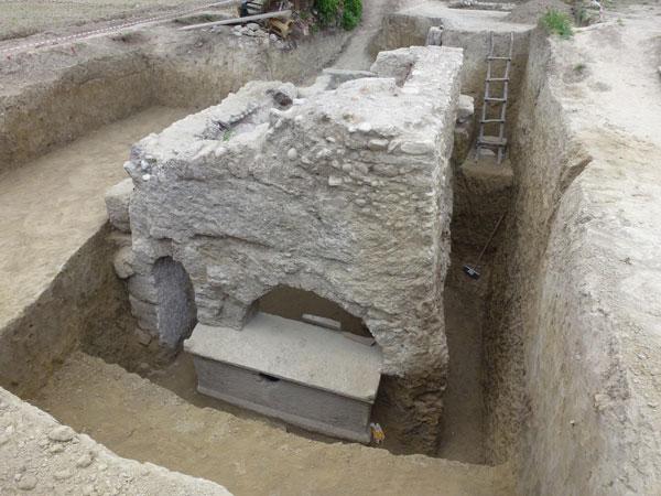 stadyum icin arastirilan alanda tarihi mezar cikti 1269 dhaphoto3 - Stadyum için araştırılan alanda tarihi mezar çıktı