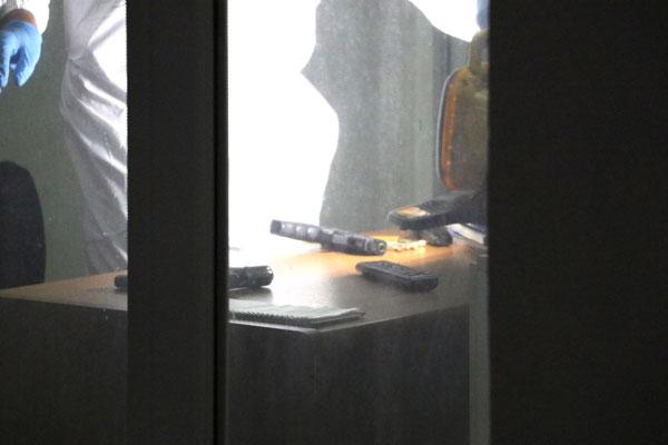 tabancasini temizleyen polis kazara kendisini ve bekciyi vurdu 7819 dhaphoto2 - Tabancasını Temizleyen Polis Kazara Kendisini ve Bekçiyi Vurdu