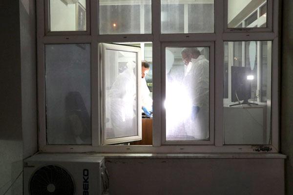 tabancasini temizleyen polis kazara kendisini ve bekciyi vurdu 7819 dhaphoto3 - Tabancasını Temizleyen Polis Kazara Kendisini ve Bekçiyi Vurdu