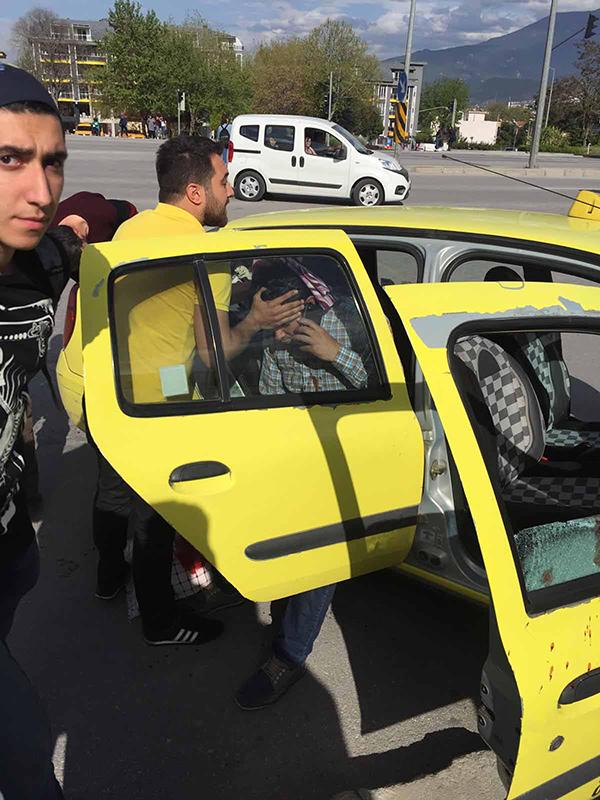 taksi ile otomobil carpisti 4 yarali 8611 dhaphoto2 - Taksi ile otomobil çarpıştı: 4 yaralı