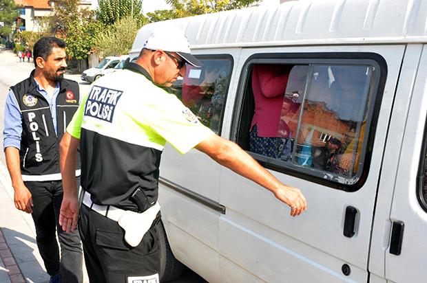 tarim iscilerinin balik istifi tasinmasina ceza 9623 dhaphoto1 - Tarım işçilerinin balık istifi taşınmasına ceza
