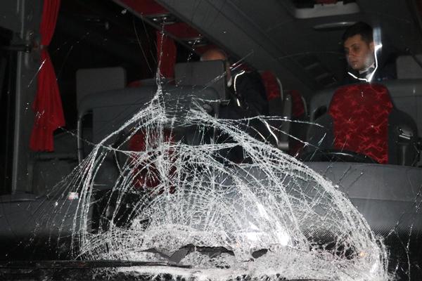 yolcu otobusu ile otomobil carpisti ayni aileden 3 olu 1 yarali  8353 dhaphoto2 - Yolcu otobüsü ile otomobil çarpıştı, aynı aileden 3 ölü 1 yaralı
