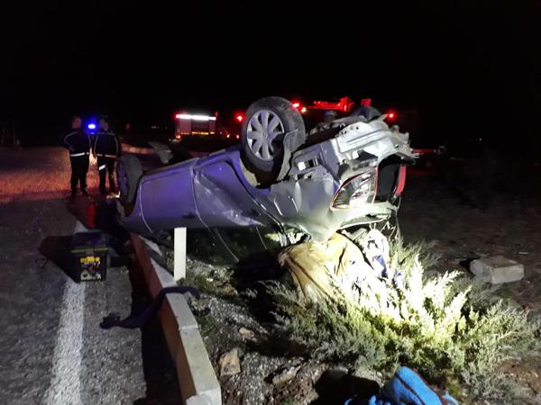 yolcu otobusu ile otomobil carpisti ayni aileden 3 olu 1 yarali  8353 dhaphoto4 - Yolcu otobüsü ile otomobil çarpıştı, aynı aileden 3 ölü 1 yaralı