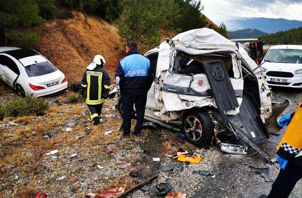 zincirleme kazada 3 kisi yaralandi 5856 dhaphoto2 - Zincirleme Kazada 3 Kişi Yaralandı