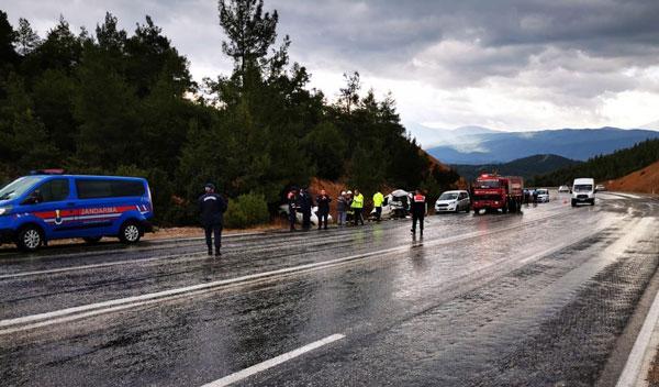 zincirleme kazada 3 kisi yaralandi 5856 dhaphoto3 - Zincirleme Kazada 3 Kişi Yaralandı